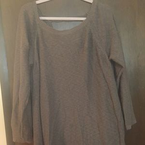 2x sweater with keyhole back